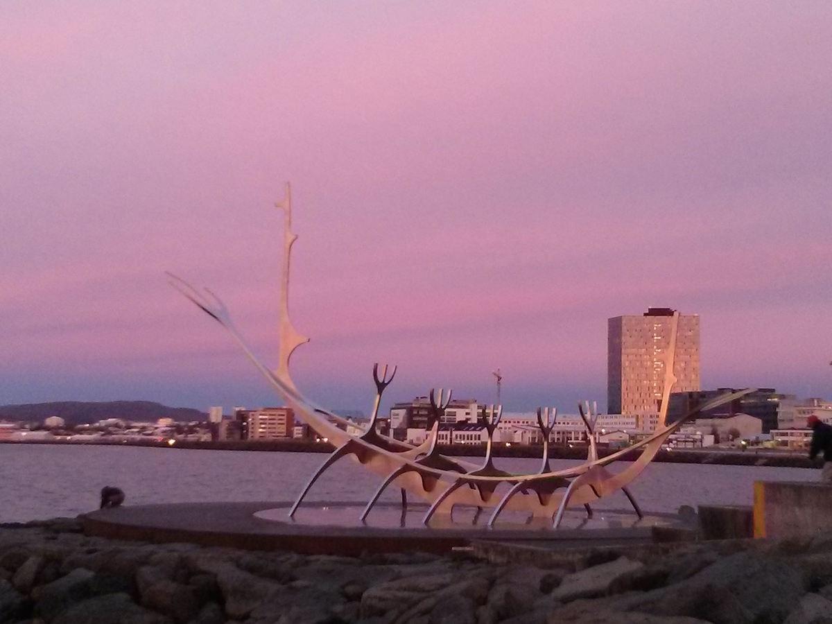 Island-Sonnenfahrt-Skulptur